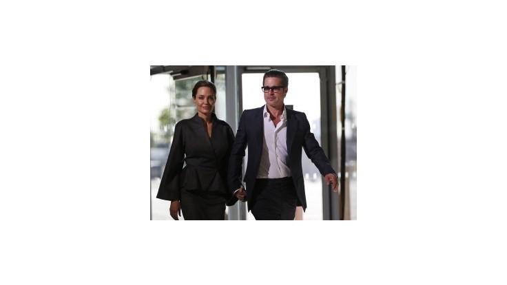 Angelina Jolie a Brad Pitt sa zosobášili