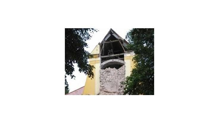 V Lábe na Záhorí sa zrútila kostolná veža