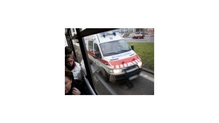 Na ceste medzi Handlovou a Prievidzou sa zrazili dve sanitky