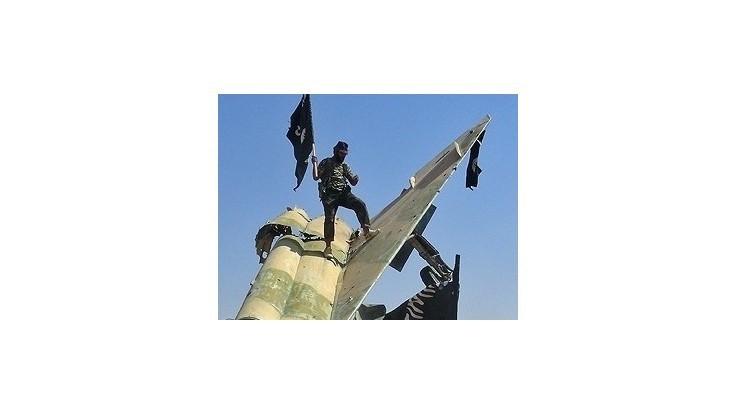 Bojovníci Islamského štátu zostrelili vojenské lietadlo