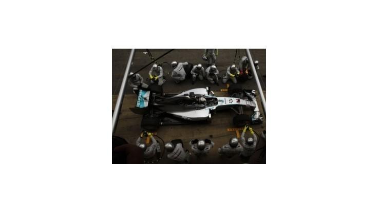 Hamilton o ďalší triumf, Rosberg o zlepšenie 2. miesta