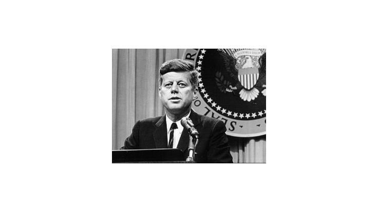 Kennedyho listy z druhej svetovej vojny vydražili za 200.000 dolárov