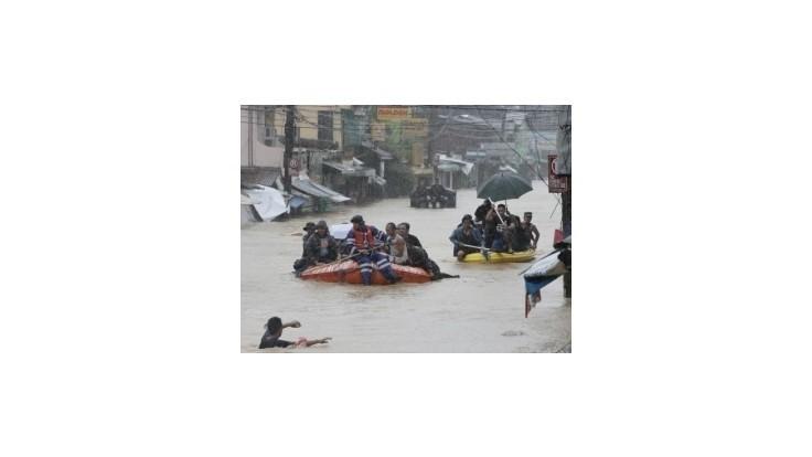 Počet obetí búrky Fung-Wong stúpa; v Manile je voda až do 2 metrov