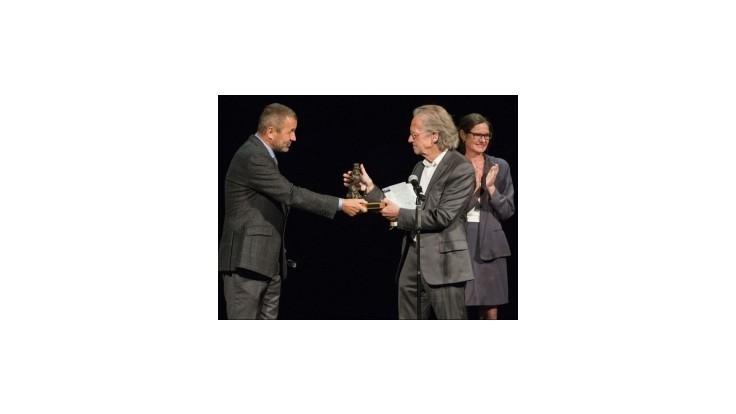 Rakúsky spisovateľ Peter Handke dostal Ibsenovu cenu, odmeny sa vzdal