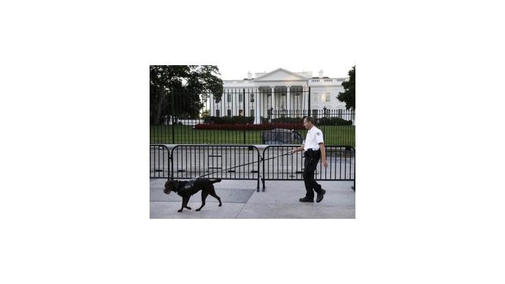 Tajná služba vztýčila pred Bielym domom druhú bariéru
