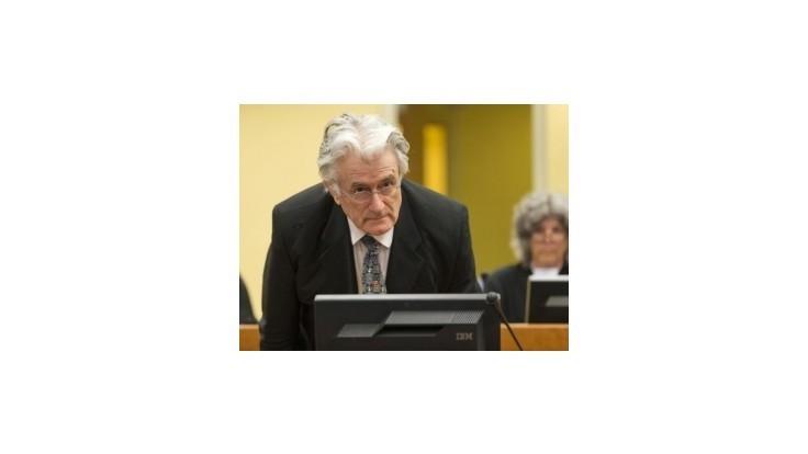 Karadžič netušil o masakre v Srebrenici, tvrdí jeho právnik