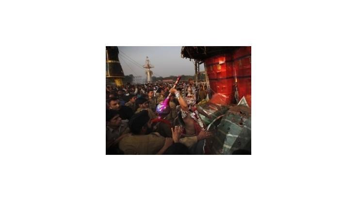 Tlačenica počas osláv v Indii si vyžiadala 32 obetí