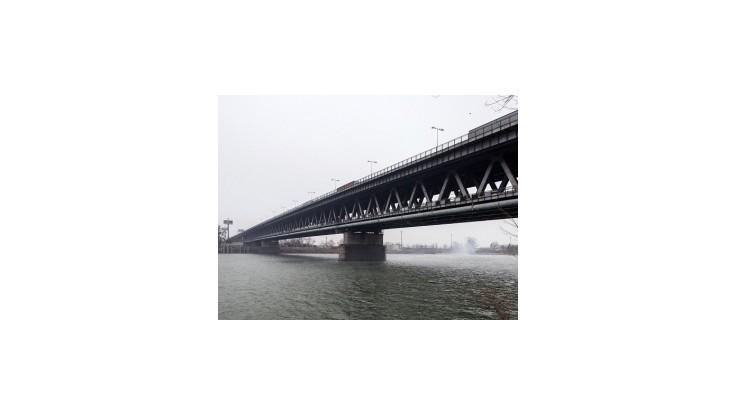 Glváč chce premenovať Prístavný most na Most hrdinov Dukly