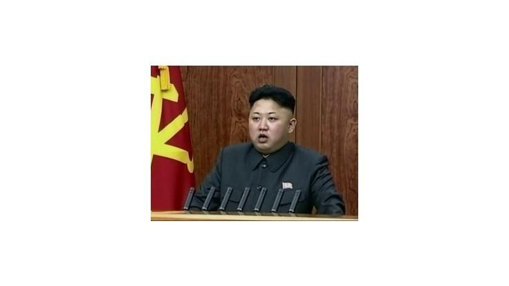 Kim je stále pri moci, má len zranenú nohu