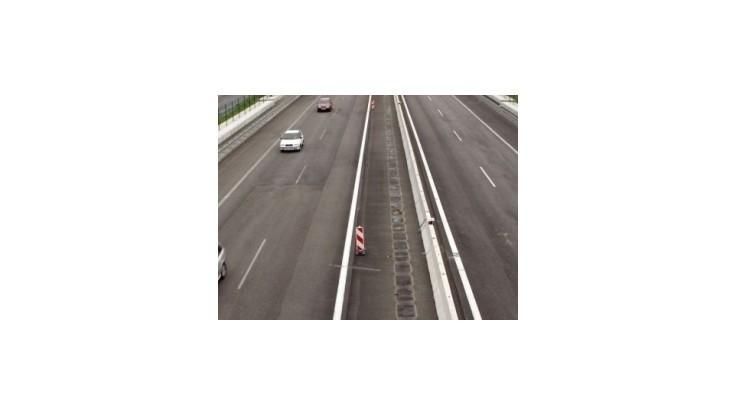Diaľnicu D1 zablokovala reťazová dopravná nehoda