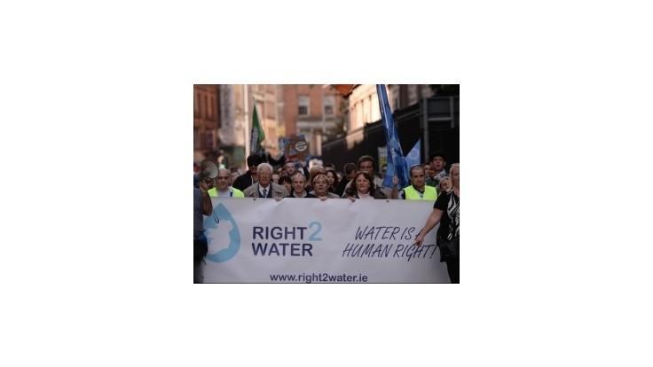 Desaťtisíce ľudí protestovali v Dubline proti poplatkom za vodu