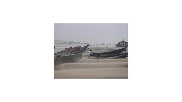 Indický cyklón Hudhud zoslabol a prešiel do dažďa; zabil spolu osem ľudí