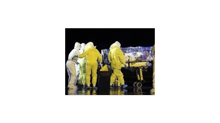 Španielski lekári začínajú dúfať v zotavenie zdravotnej sestry nakazenej ebolou