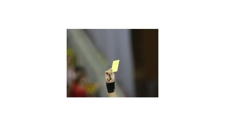 Platini chce okrem žltých a červených aj biele karty