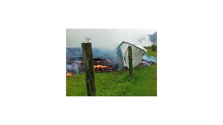 Sopečná láva sa valí na mestečko Pahoa