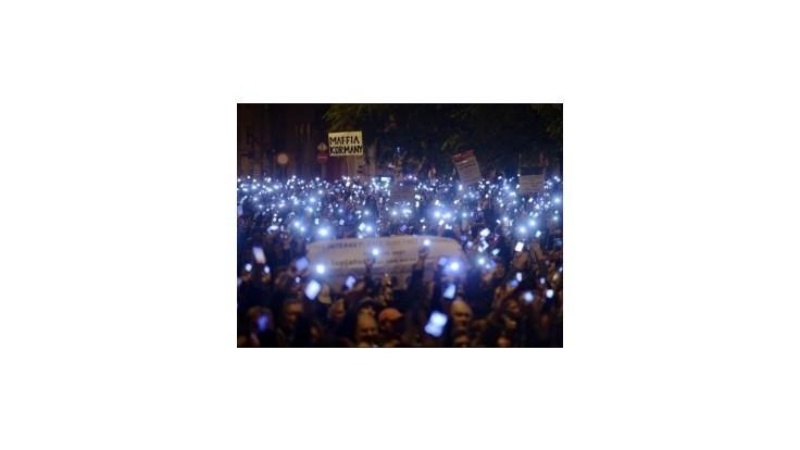 Demonštranti proti zdaneniu internetu pochodovali Budapešťou
