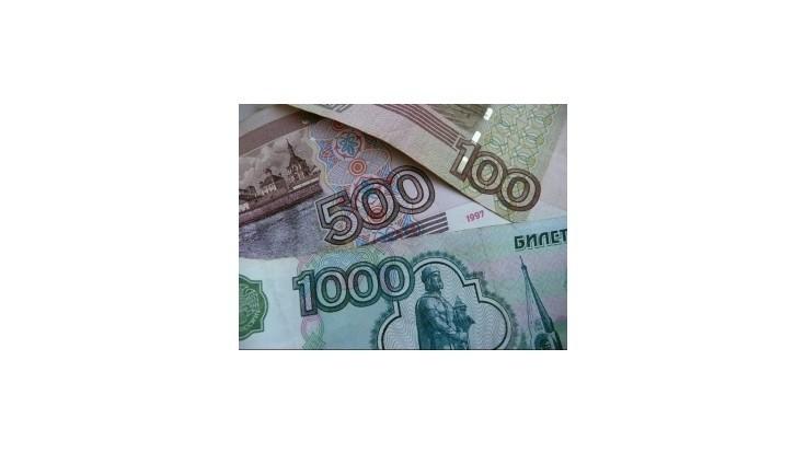 Ruský rubeľ voči doláru od začiatku roka oslabil o 24 %