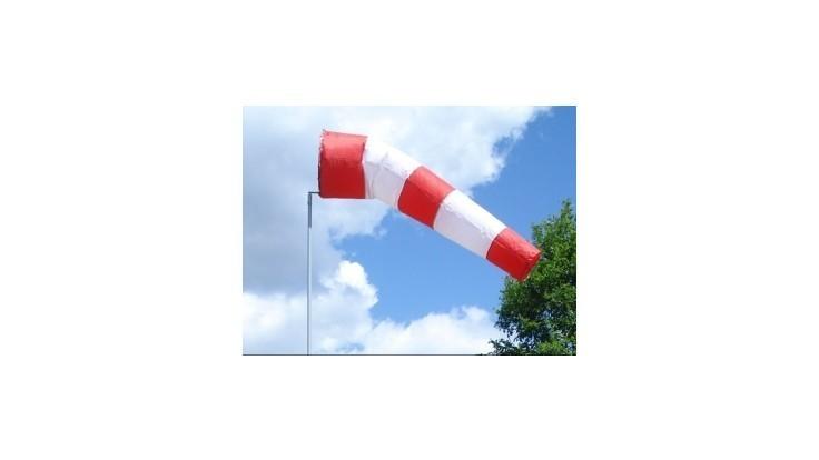 SHMÚ varuje pred silným vetrom, môže dosiahnuť 33 metrov za sekundu