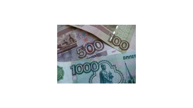 Rubeľ klesol na nové minimum, padajú aj ruské akcie