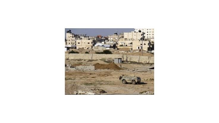 Egyptskí vojaci vyháňajú streľbou ľudí, ktorí žijú v budúcej nárazníkovej zóne