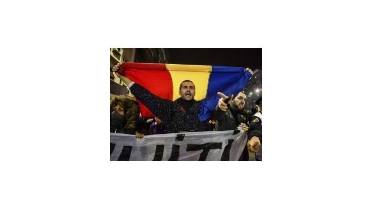 Tisícky Rumunov protestovali proti nemožnosti voliť v zahraničí