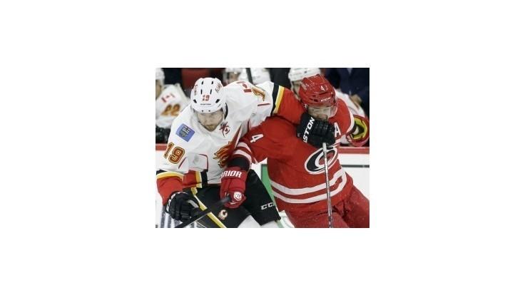 Sekera pomohol asistenciou k výhre Caroliny nad Calgary