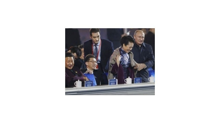 Cenzori zmazali galantnosti Vladimira Putina voči manželke čínskeho prezidenta