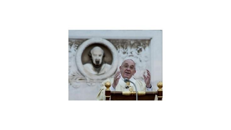 Pápež varuje pred dôsledkami neriešenia problémov s prisťahovalcami