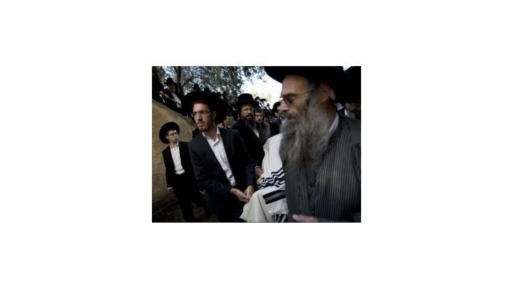 Obetí útoku v synagóge pribudlo, veriaci sa do nej vrátili