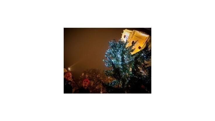 V Bratislave rozsvietia vianočný stromček a odštartujú tradičné trhy