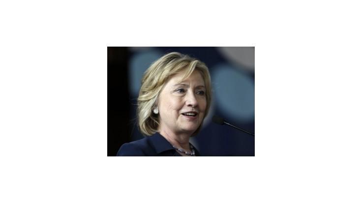 Bloomberg: V amerických prezidentských voľbách by vyhrala Clintonová