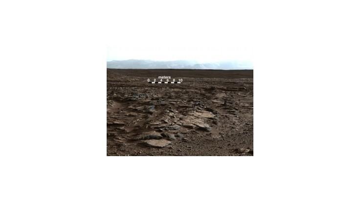 Sonda Curiosity objavila na Marse stopy po bývalom jazere