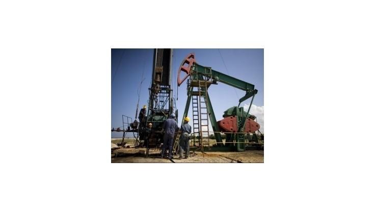 Pokles ceny ropy zvyšuje riziko štátnych bankrotov jej exportérov