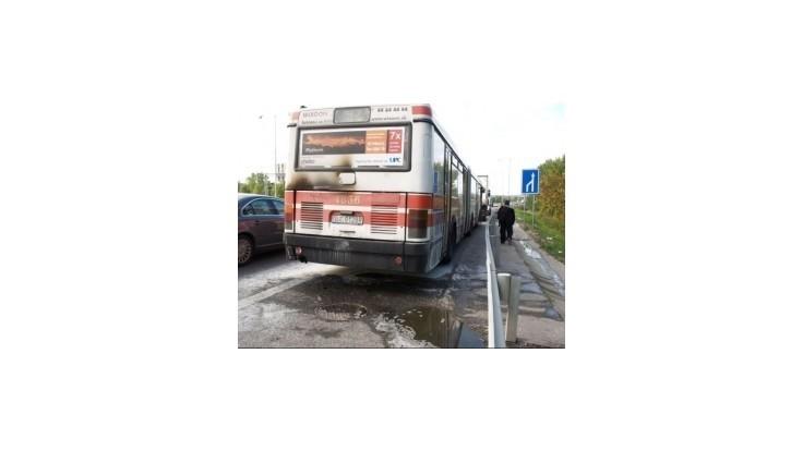 Na bratislavskom moste Apollo horel autobus, lekári pomáhali vodičovi