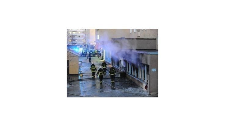 Pri údajnom podpaľačskom útoku na mešitu vo švédskej Eskilstune sa zranilo päť ľudí