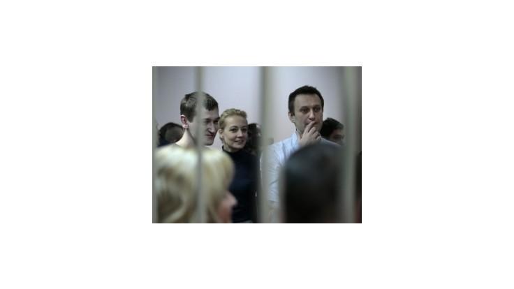 Putinovho kritika Navaľného uznali vinným z krádeže, verdikt vyvolal protesty