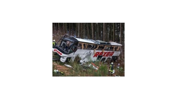 Pri autobusovej nehode zahynuli v Nemecku najmenej 4 ľudia