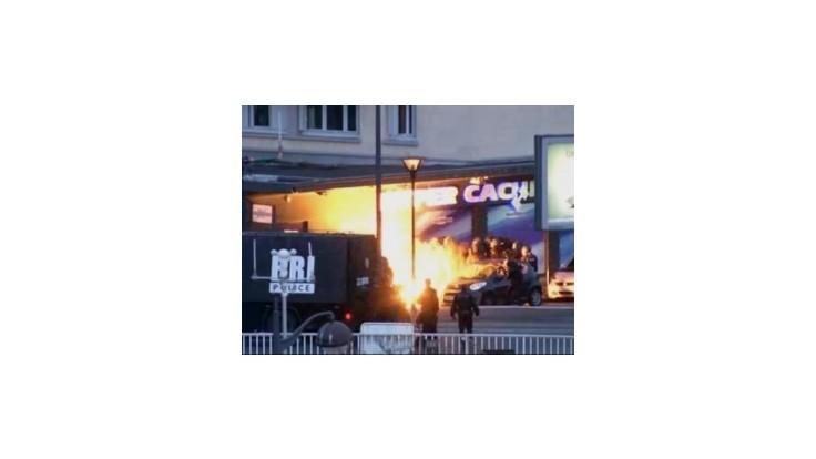 Al-Káida hrozí Francúzsku ďalšími útokmi; Francúzsko zostáva v pohotovosti