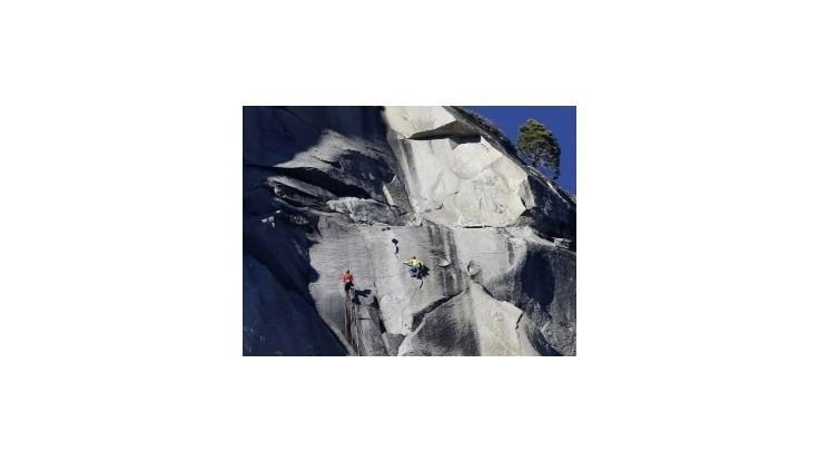 Dvaja lezci zdolali bez pomôcok El Capitan, trvalo im to 19 dní