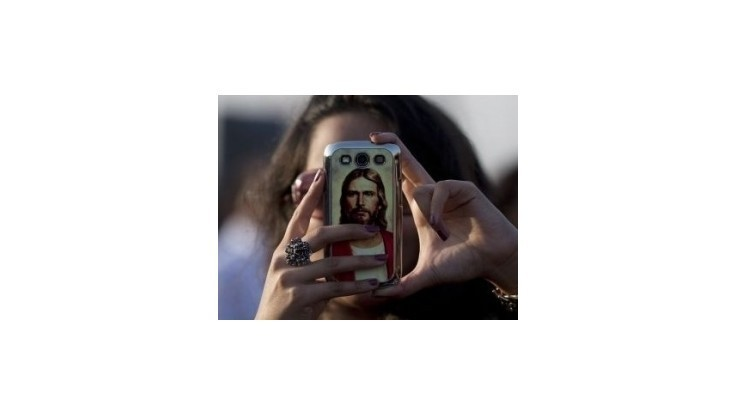 Pápež rodinám: Zabudnite na iPhony a naučte sa rozprávať