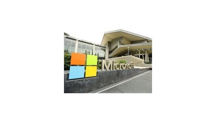 Zisk spoločnosti Microsoft klesol