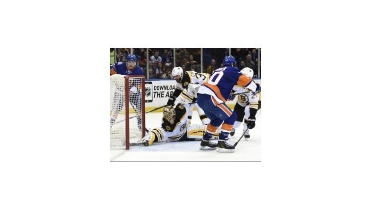 Chára asistoval pri výhre Bostonu nad Islanders, návrat Jurča