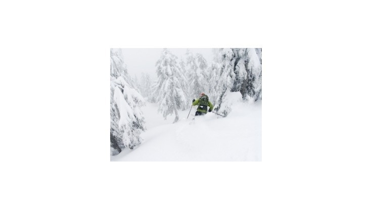V Lukovom kotle spadla lavína, skončil pod ňou jeden lyžiar