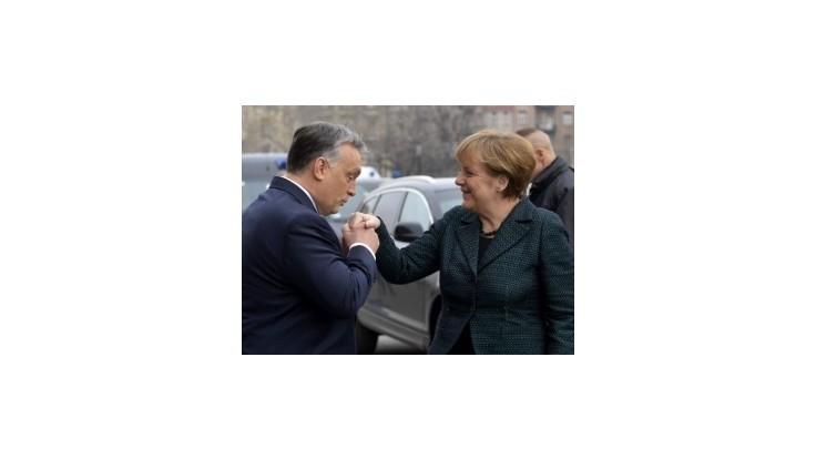 Orbán hostil Merkelovú v čase zvýšeného napätia medzi krajinami