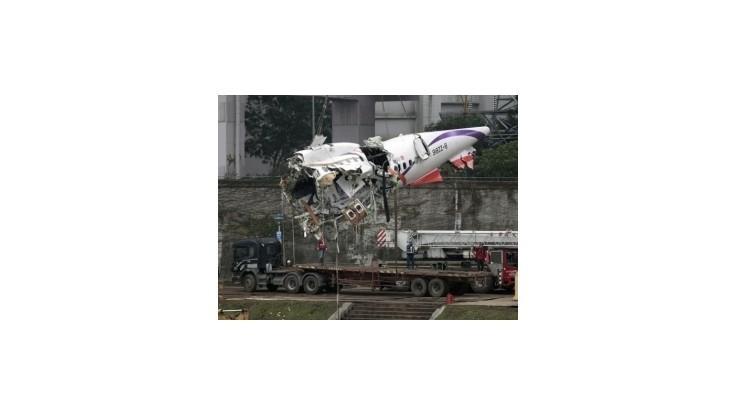 Lietadlu TransAsia zrejme zlyhali motory, počet obetí stúpol na 35