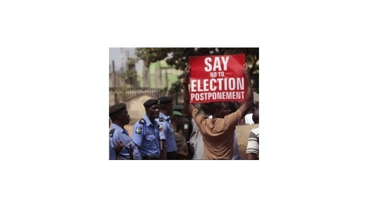 Nigéria pre násilnosti odkladá voľby, v Británii to vyvolalo obavy