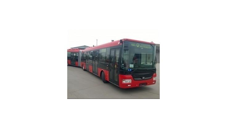 V Bratislave je už 10 nových kĺbových autobusov