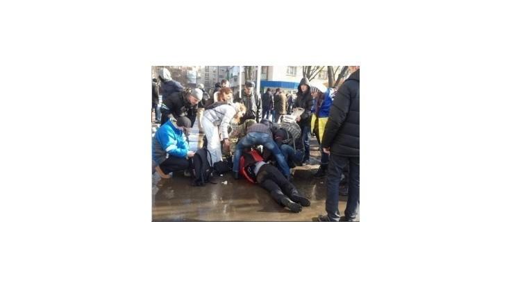 Dvaja ľudia zahynuli pri výbuchu počas pochodu jednoty v Charkove
