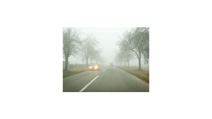 Meteorológovia varujú pred hmlou a povodňami