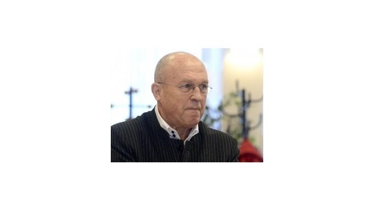 Fischer bude mať po úplatkárskej kauze v nemocnici neplatené voľno